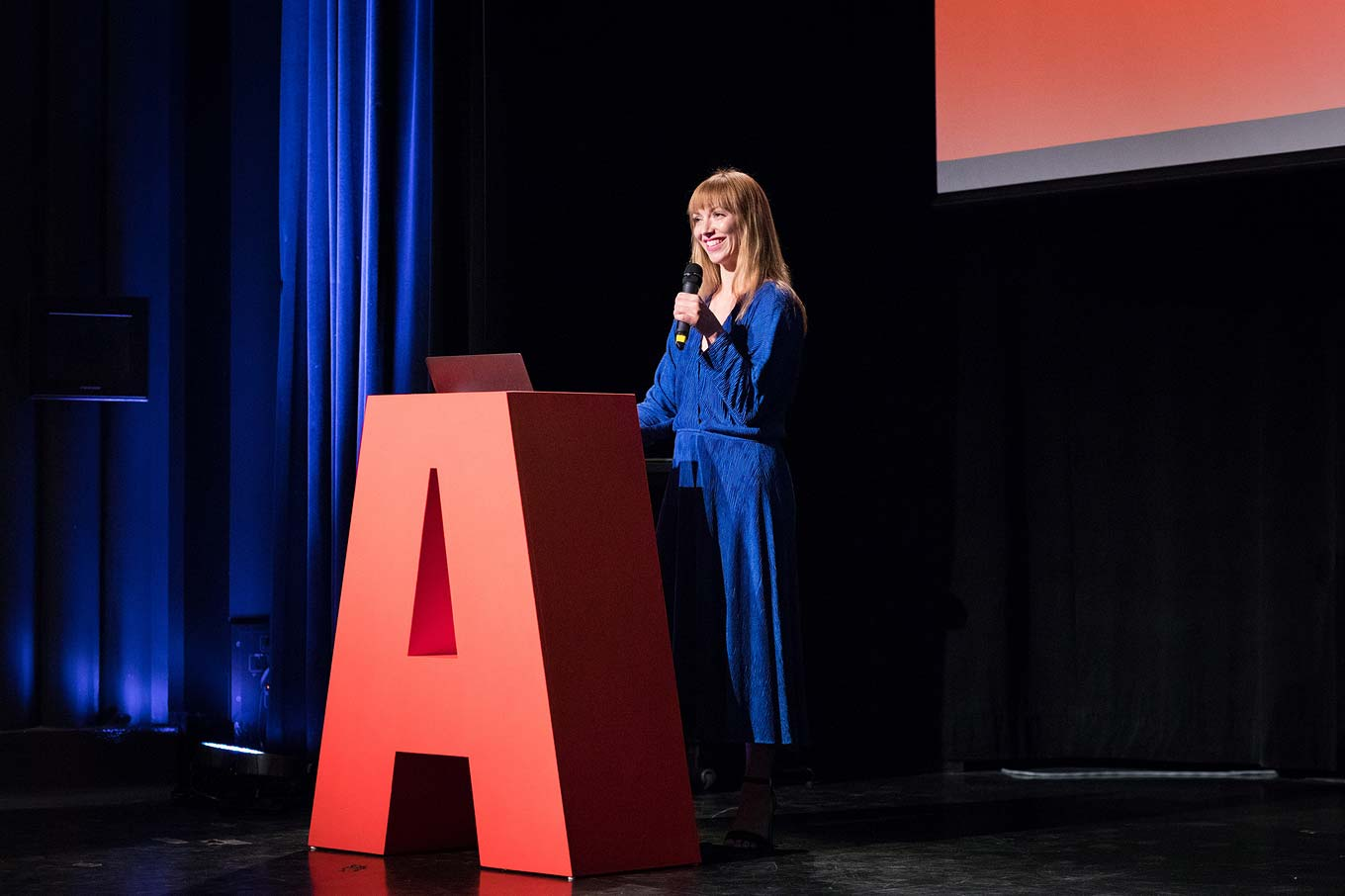 Elizabeth Carey Smith introducing speakers at ATypI 2017 Montreal